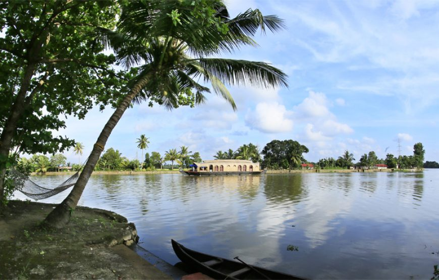 rover boat and house boat of backwater stay in alleppey