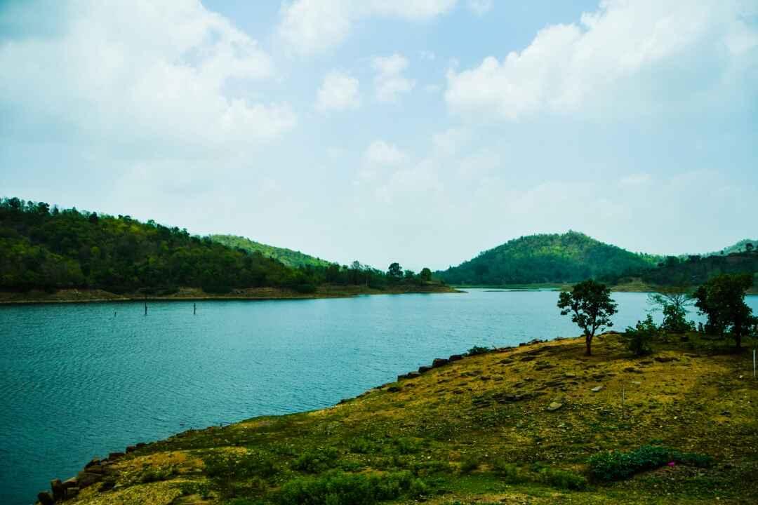 lake near by aravali nature camp