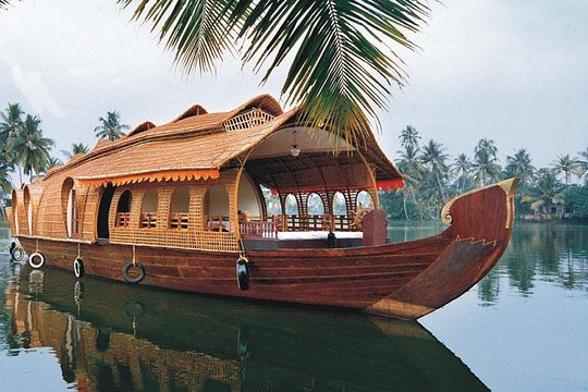 beautiful view of houseboat at backwater stay in kerala