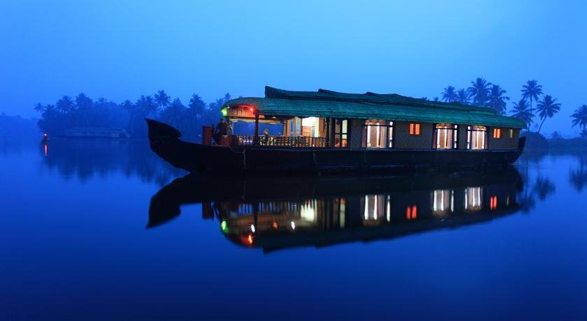 House boat of backwater stay in kerala