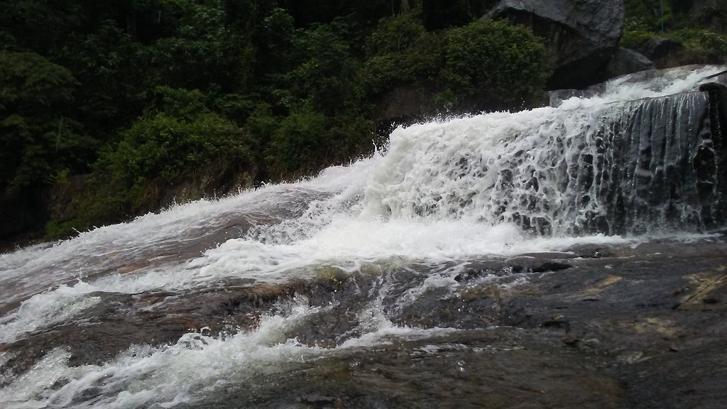 kovai kutaralam falls near the homestay in coimbatore